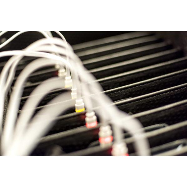 valise tablette équipée avec câbles à LED