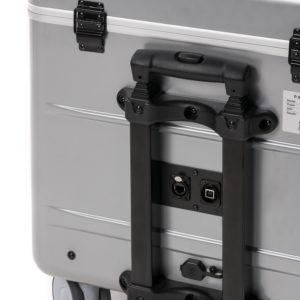prises réseau et usb sur l'arrière de la valise